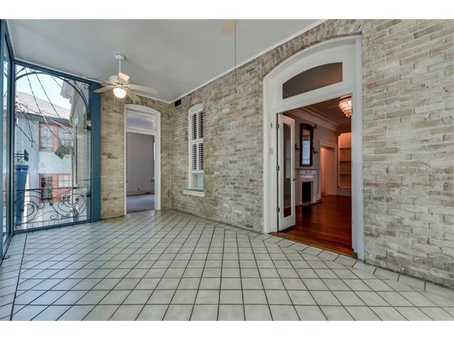 Entry Steps,Multi-level Floor Plan, House - Austin, TX (photo 4)