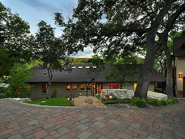 Entry Steps,Single level Floor Plan, House - Austin, TX (photo 5)