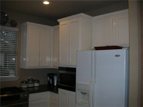 House, No Adjoining Neighbor,Single level Floor Plan - Austin, TX (photo 3)