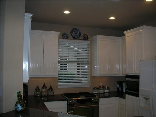 House, No Adjoining Neighbor,Single level Floor Plan - Austin, TX (photo 5)