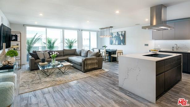 Condominium, Mid-century - West Hollywood, CA