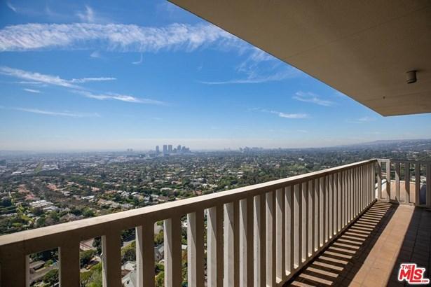 Condominium, Architectural,High or Mid-Rise Condo - Los Angeles (City), CA