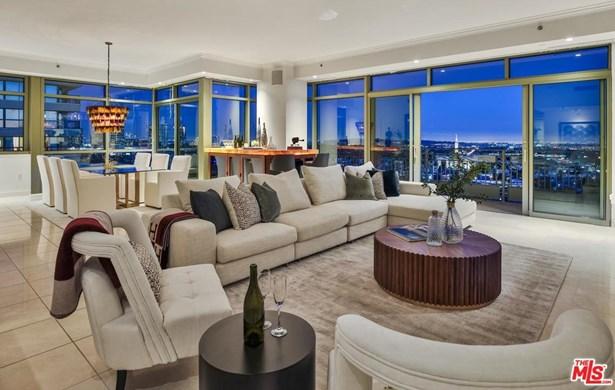 Condominium, High or Mid-Rise Condo - Los Angeles (City), CA (photo 1)
