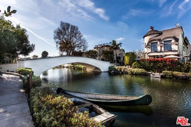 Tudor, Single Family - Venice, CA (photo 2)