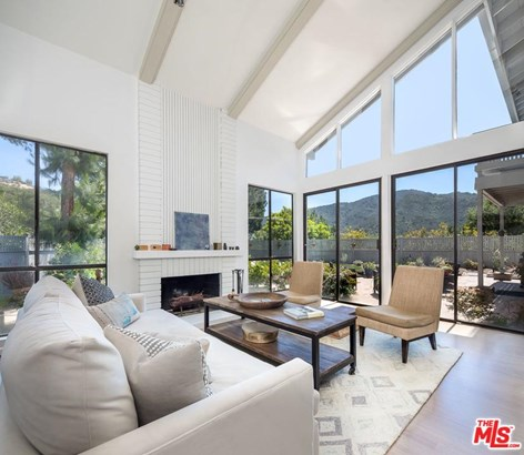 Traditional, Single Family - Pacific Palisades, CA