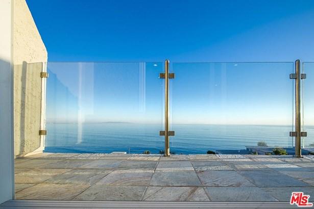Condominium, Architectural,High or Mid-Rise Condo - Malibu, CA (photo 5)