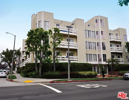 Condominium, Traditional - Los Angeles (City), CA
