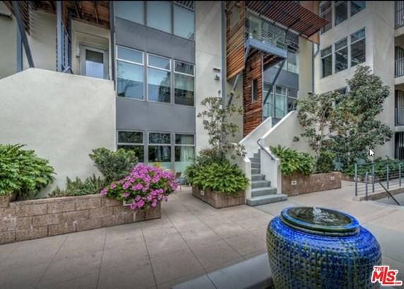 Condominium - West Hollywood, CA