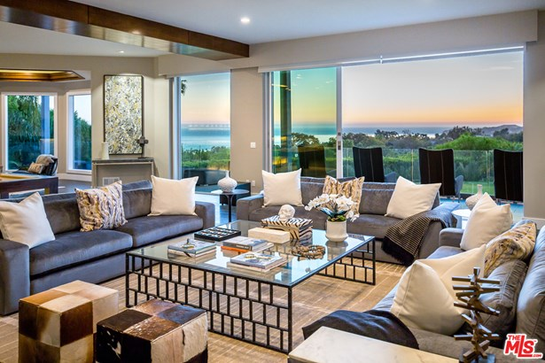 Single Family Residence, Modern - MALIBU, CA