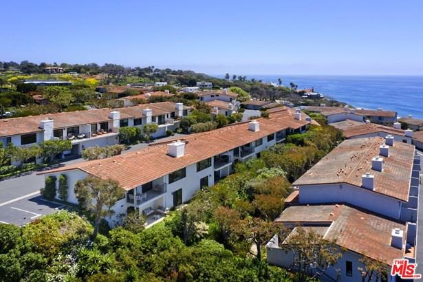 Condominium, California Bungalow - MALIBU, CA