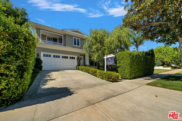 Cape Cod, Single Family Residence - Los Angeles, CA