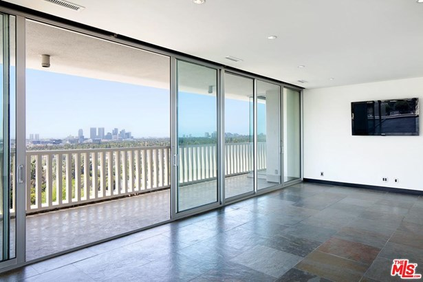 High or Mid-Rise Condo,Contemporary, Condominium - West Hollywood, CA (photo 5)