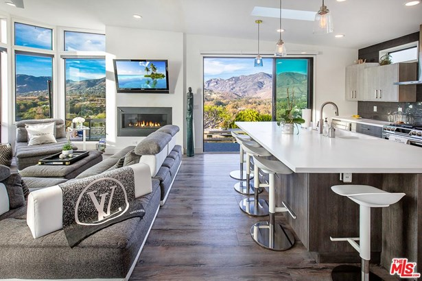 Mobile Home - Malibu, CA (photo 2)
