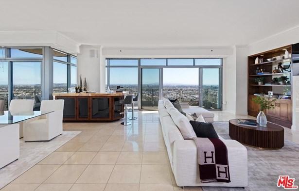 Condominium, High or Mid-Rise Condo - Los Angeles (City), CA (photo 2)