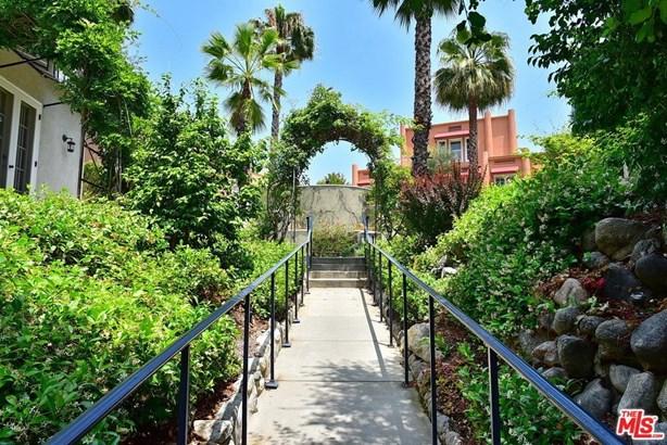 Townhouse, Bungalow - Pasadena, CA (photo 4)