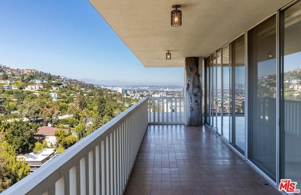 Condominium, Contemporary - West Hollywood, CA (photo 4)