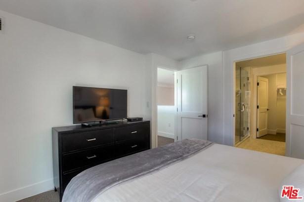Condominium - Los Angeles (City), CA (photo 3)