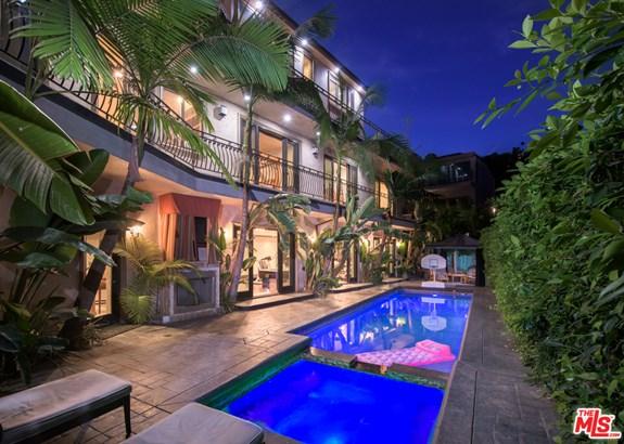 Contemporary Mediterranean, Single Family Residence - LOS ANGELES, CA