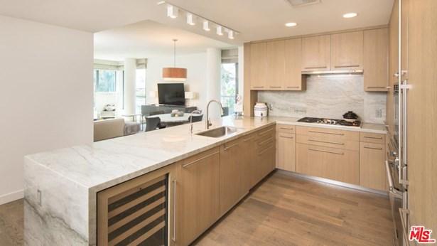 Condominium, High or Mid-Rise Condo - Santa Monica, CA (photo 4)