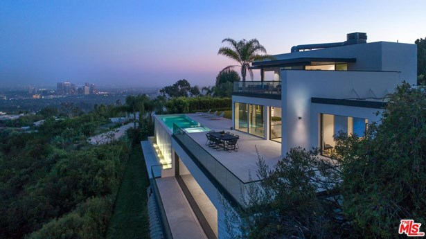 Contemporary, Single Family - Beverly Hills, CA (photo 2)
