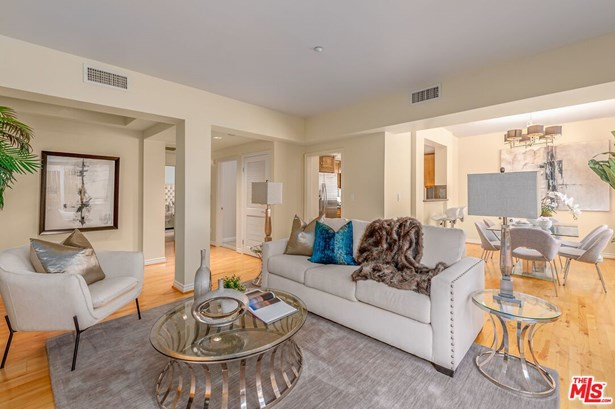 Condominium, Traditional - Los Angeles, CA