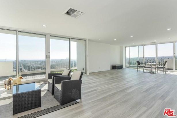 Condominium, High or Mid-Rise Condo,Penthouse,Contemporary - West Hollywood, CA