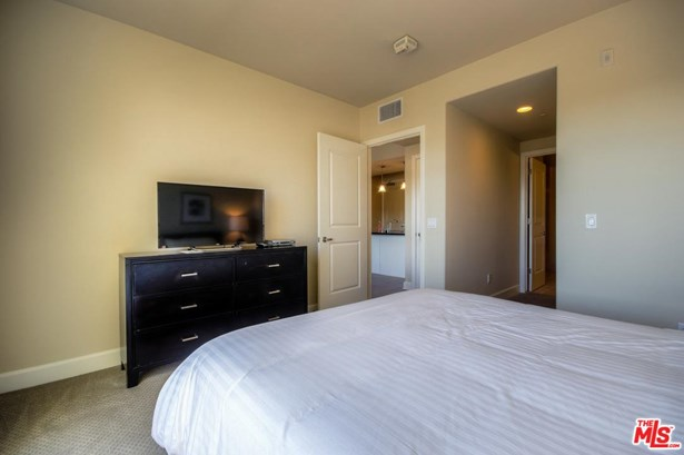 Condominium - Glendale, CA (photo 2)