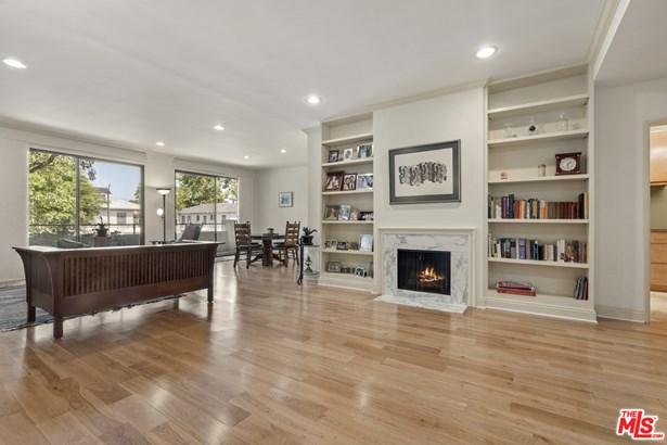 Condominium, Country English - Los Angeles, CA