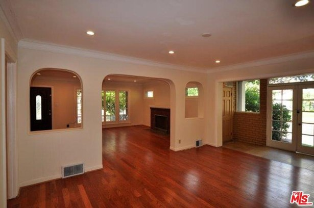 Traditional, Single Family - Beverly Hills, CA (photo 2)