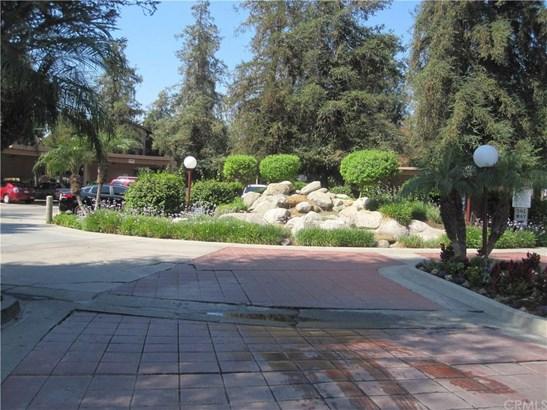 1098 Cabrillo Park Drive H, Santa Ana, CA - USA (photo 2)