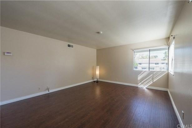 69 Tarocco, Irvine, CA - USA (photo 4)