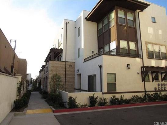 9335 Alondra Boulevard 8, Bellflower, CA - USA (photo 1)