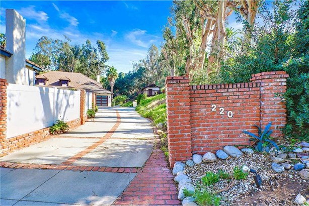 220 S Country Hill Road, Anaheim Hills, CA - USA (photo 2)