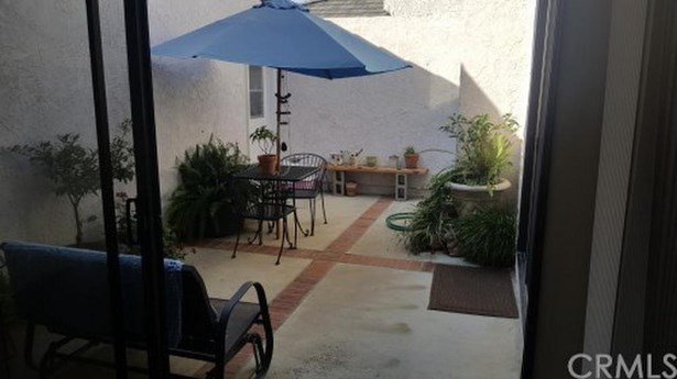2 Charleston, Irvine, CA - USA (photo 5)
