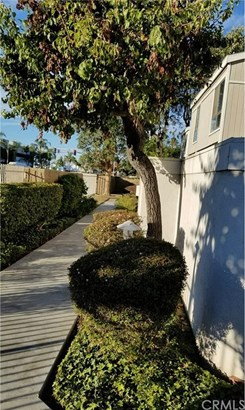 2830 W Segerstrom Avenue E, Santa Ana, CA - USA (photo 2)