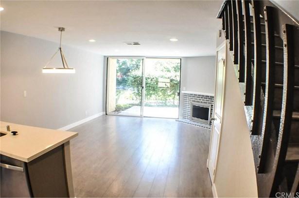 12750 Centralia Street 202, Lakewood, CA - USA (photo 2)