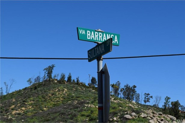 Via Barranca Off Sultana, Lake Mathews, CA - USA (photo 5)
