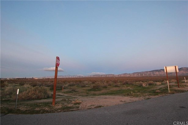 State Hwy 14, Mojave, CA - USA (photo 3)