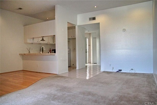 12 Brownfield Lane, Phillips Ranch, CA - USA (photo 5)
