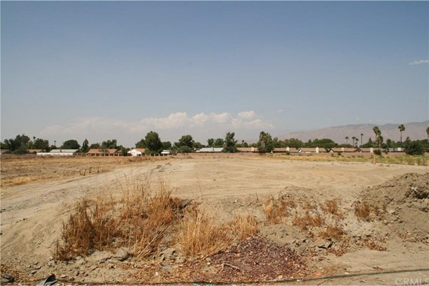 2160 W Menlo Avenue, Hemet, CA - USA (photo 1)