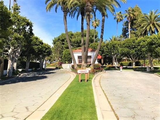 19501 Ranch Lane 105, Huntington Beach, CA - USA (photo 2)