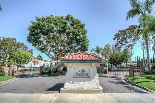 215 Wichita Avenue 409, Huntington Beach, CA - USA (photo 1)