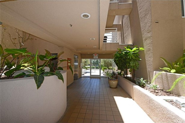 10629 Woodbridge Street 110, Toluca Lake, CA - USA (photo 3)