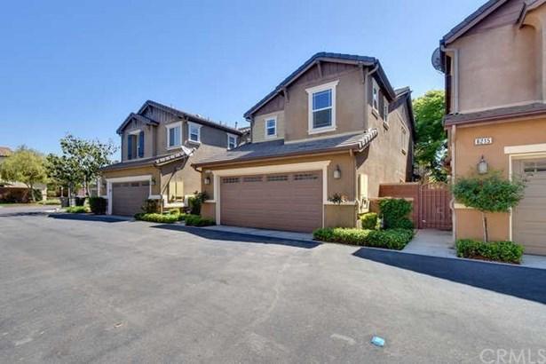 8211 Garden Gate Street, Chino, CA - USA (photo 3)