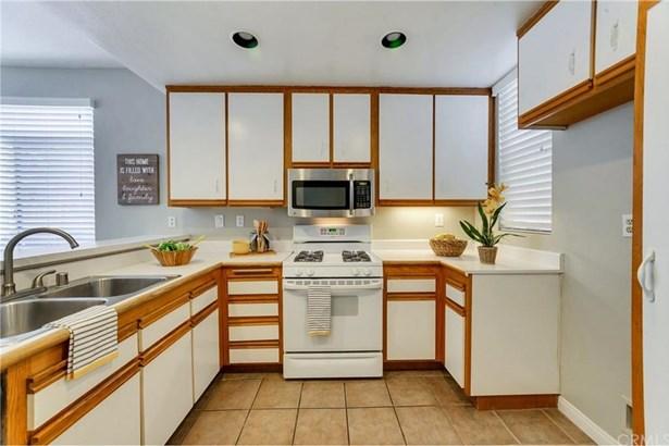 3100 Puesta Del Sol Court 104, Corona, CA - USA (photo 5)