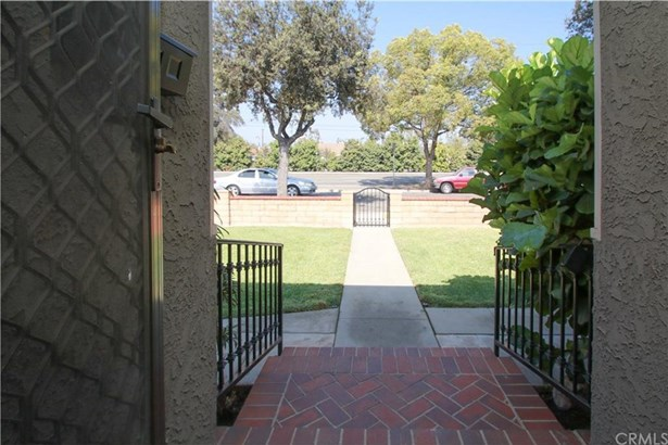 606 W Orangethorpe Avenue, Fullerton, CA - USA (photo 4)