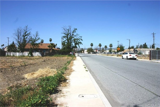 284 E 5th Street, San Jacinto, CA - USA (photo 2)