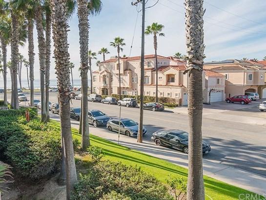 1200 Pacific Coast 226, Huntington Beach, CA - USA (photo 1)