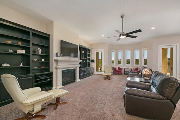 1058 Village Dr, Oceanside, CA - USA (photo 5)