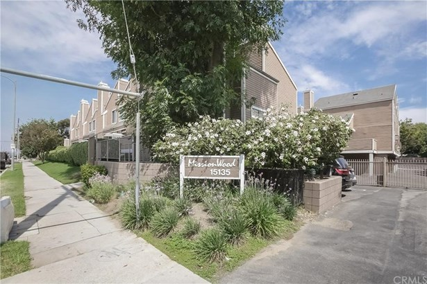 15135 Nordhoff Street 30, North Hills, CA - USA (photo 1)